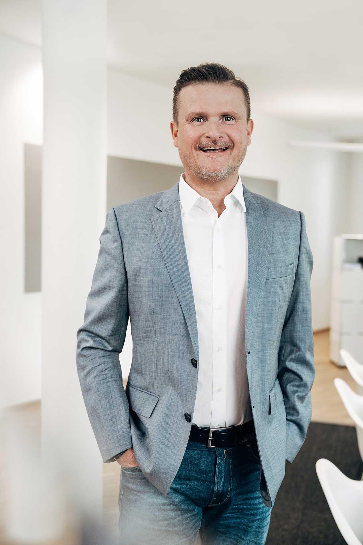 <b>Bjoern Michael Walz</b><br/> Geschäftsführer